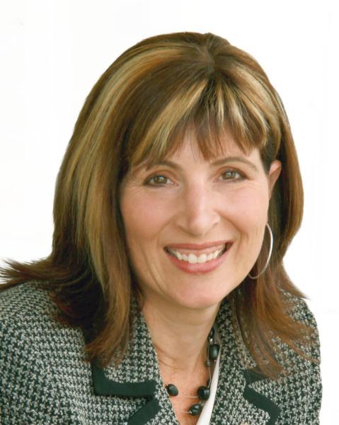 Stephanie Peat Agent Photo